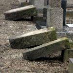 Осквернение могил